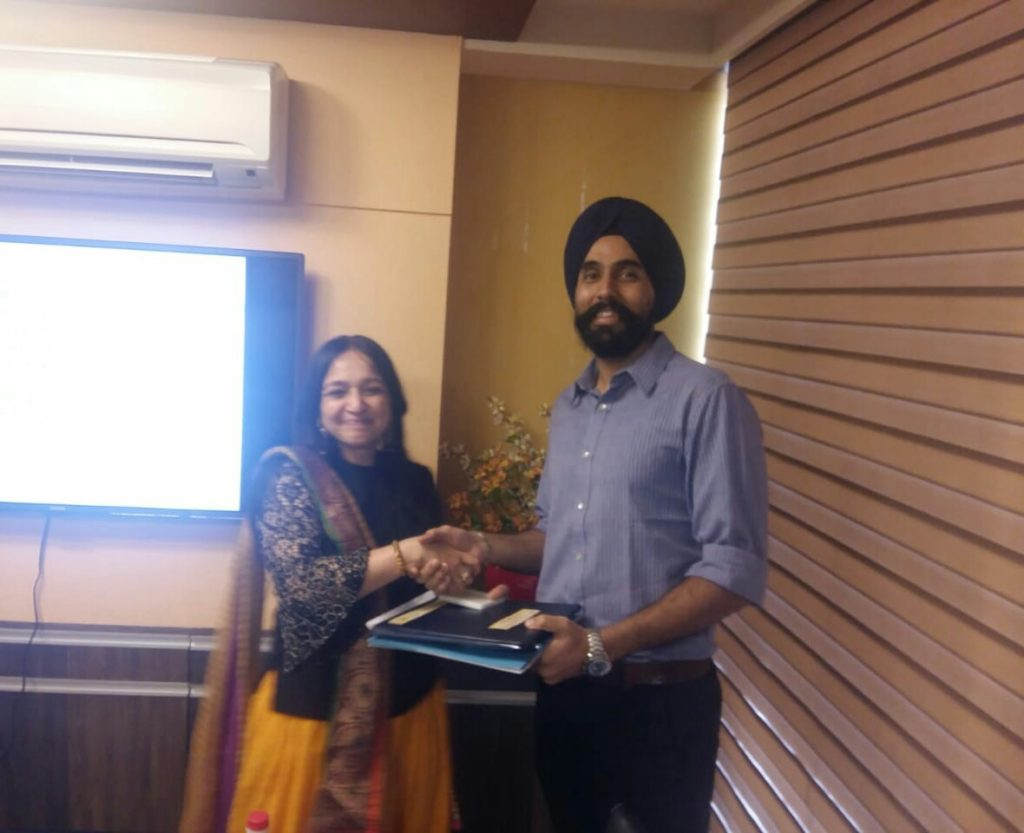 Dr. Manbir Singh of Hitech Eye Care and Laser Center, Learning Lasik from the pioneer of laser refractive surgery and one of the best in India Dr. Rupal Shah Maam