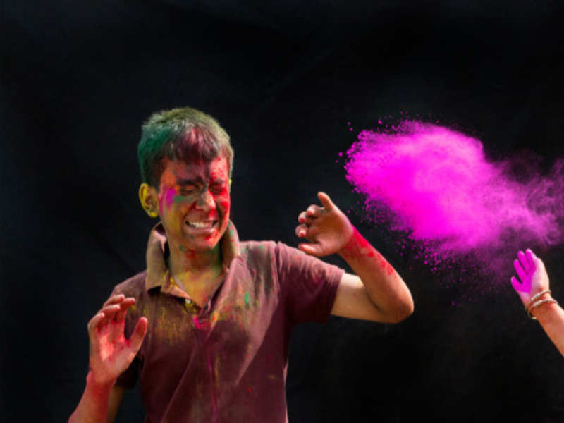 Three Don'ts during Holi to Protect Your Eyes